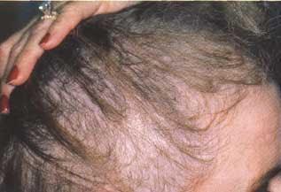 La arcilla cosmética de la máscara de los cabello