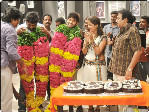 Arya Actor Wedding http://actor-arya.blogspot.com/2010/08/arya-and-nayan-celebrate.html