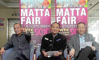Added draw: (From left) Mohd Khalid, Mohd Noordin and Tan giving details on the offers at the Matta Fair.