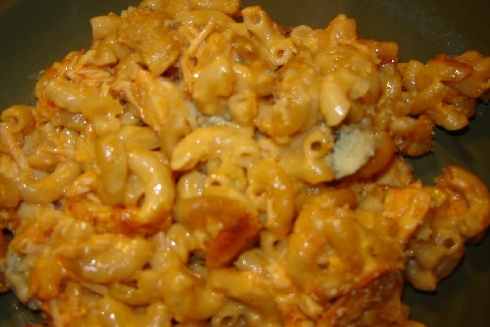 gEt iN tHe KiTcH: Buffalo-Chicken Macaroni & Cheese