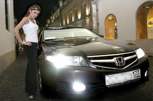 Ксения бородина в машине фото