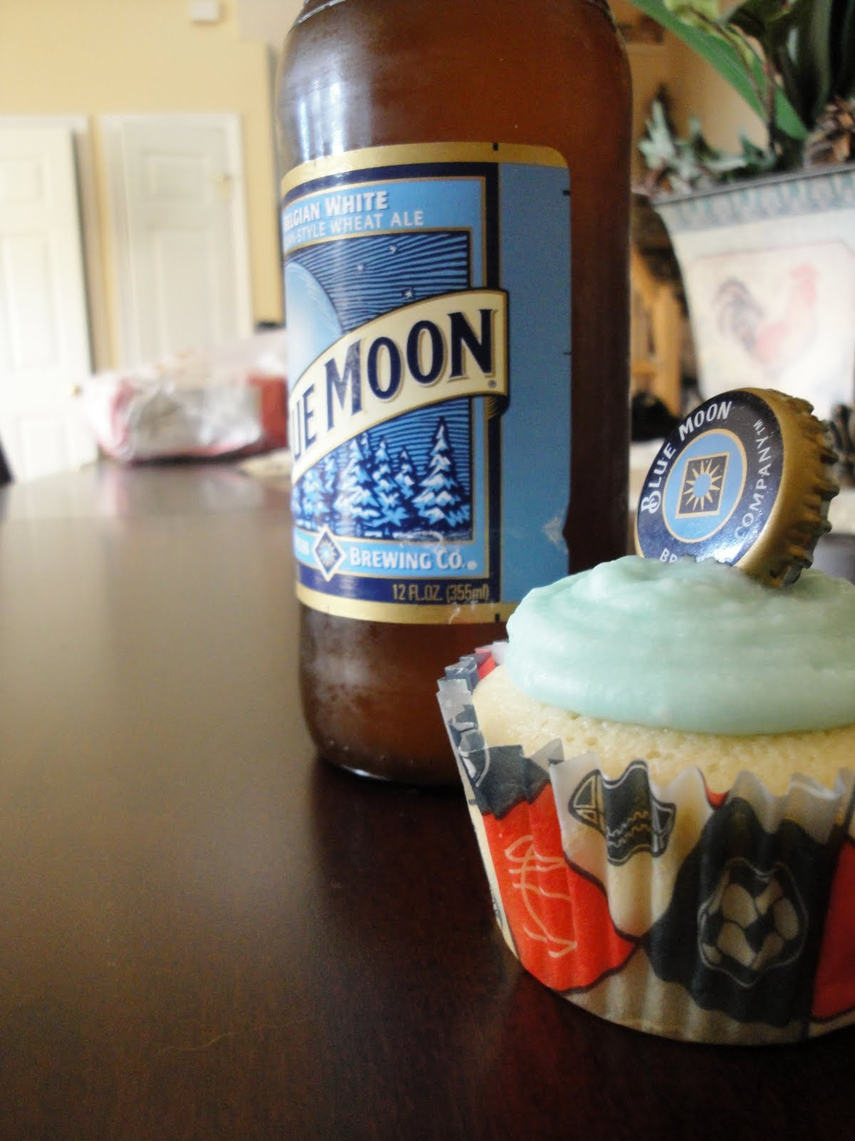 White apron ale - The Cupcakes Are Based On White Cake They Re Moist And Soft They Re Baked With A Cup Of Blue Moon In The Batter Then Brushed Over A 3 Times With Some More