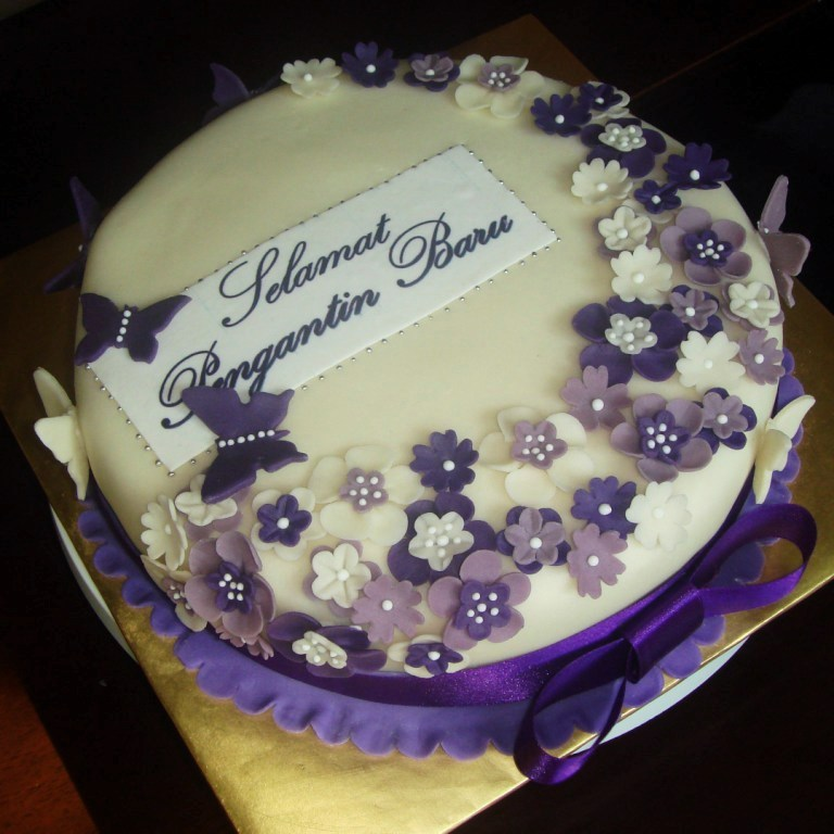 Cake Ideas Using Fondant : Purple Wedding Fondant Cake