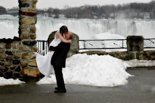 Couples Come From All Over The World To Famous Cataract Tie Knot People Think Of Niagara Falls As A Summer Destination But We Do Just Many