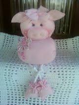 porquinha rosa com pé