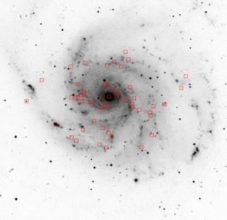 Imagen en negativo de la Galaxia del Molinete