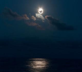 Imagen de un eclipse sobre el Pacífico Sur en 2009