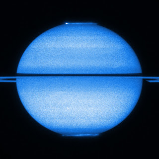 Imagen ultravioleta obtenida por el Hubble de las auroras de Saturno
