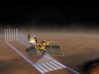 Concepto artístico que muestra al Mars Reconnaissance Orbiter de la NASA utilizando su instrumento 'Mars Climate Sounder' para estudiar la atmósfera marciana