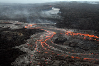 Fotografía de un flujo de lava