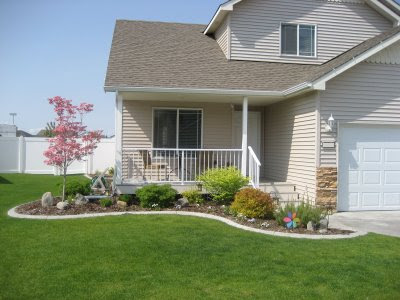 Vw garden ggw design workshop vw 39 s front yard for Front porch landscaping designs