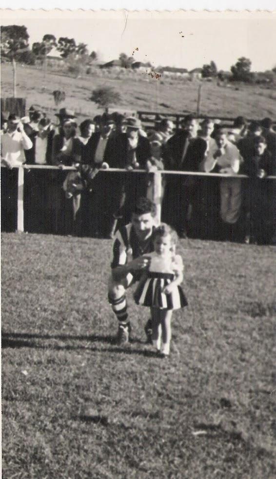 Cereser com a boneca Beatriz – filha de Sabino Bonfada - 1960
