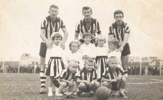 Runke, Arno e Bugre com crianças