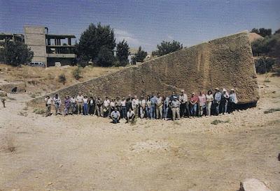 http://3.bp.blogspot.com/_fbOPcrAR5j0/StnWxRyO0rI/AAAAAAAALHE/jDcn0PdGQ8M/s400/Piedra+de+Baalbek+e+nel+Libano.jpg