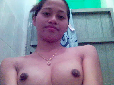 Gadis Baju Kurung Bogel 08 Malay girl shows her pussy and dark nipples