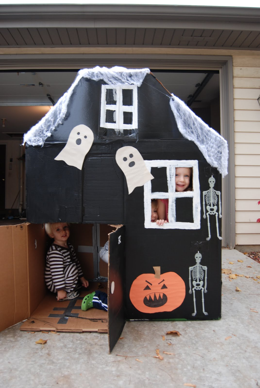 Home with lindsay halloween haunted cardboard house for Build a haunted house