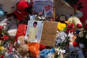 Letzte Grüße der Fans an Michael Jackson vor dem Motown-Museum © Cornelia Schaible