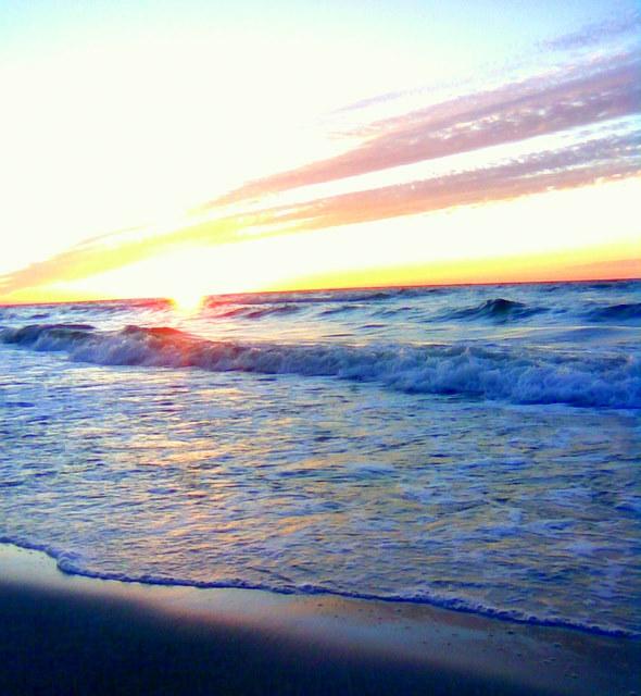 Zachód słońca i Bałtyca fala