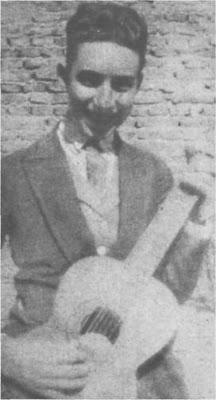 Edmundo Rivero a sus dieciseis años de edad.