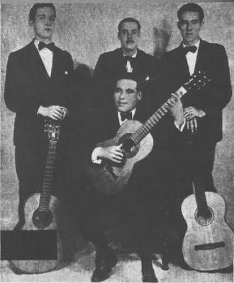 Edmundo Rivero (primero, de pie a la derecha) en 1931. con Achábal y otros guitarristas.