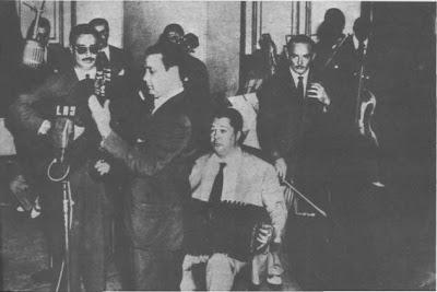 El cuarteto Troilo-Grela en 1953, en Radio Belgrano. Cacho Zaldívar y Kicho Díaz con los directores.