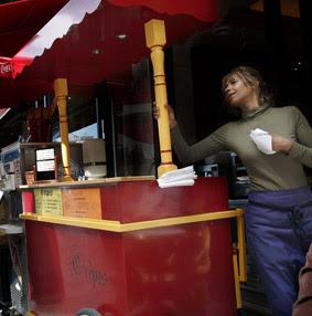 vendedora de crepes en las calles de Paris