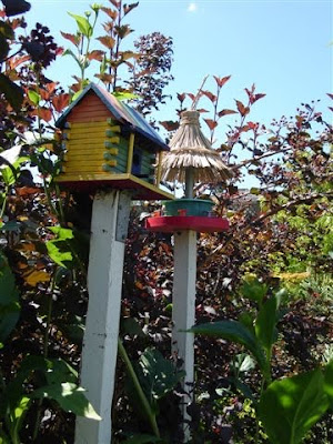 Birdhouse and bird feeder