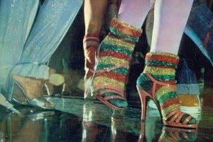 As meninas usavam essas meias... Dá para acreditar?