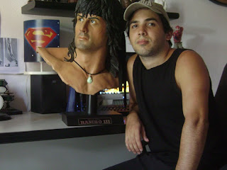 Edinho Maga e o busto do Rambo III