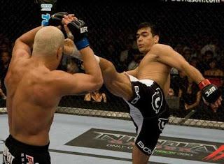 Lyoto Machida chutando o Tito Ortiz