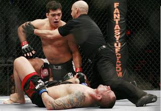 Lyoto Machida nocauteando Thiago Silva