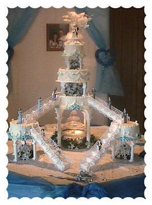 By The Way If Everyone Else On Cake Needs Stairs How Did Bride And Groom Get Up There