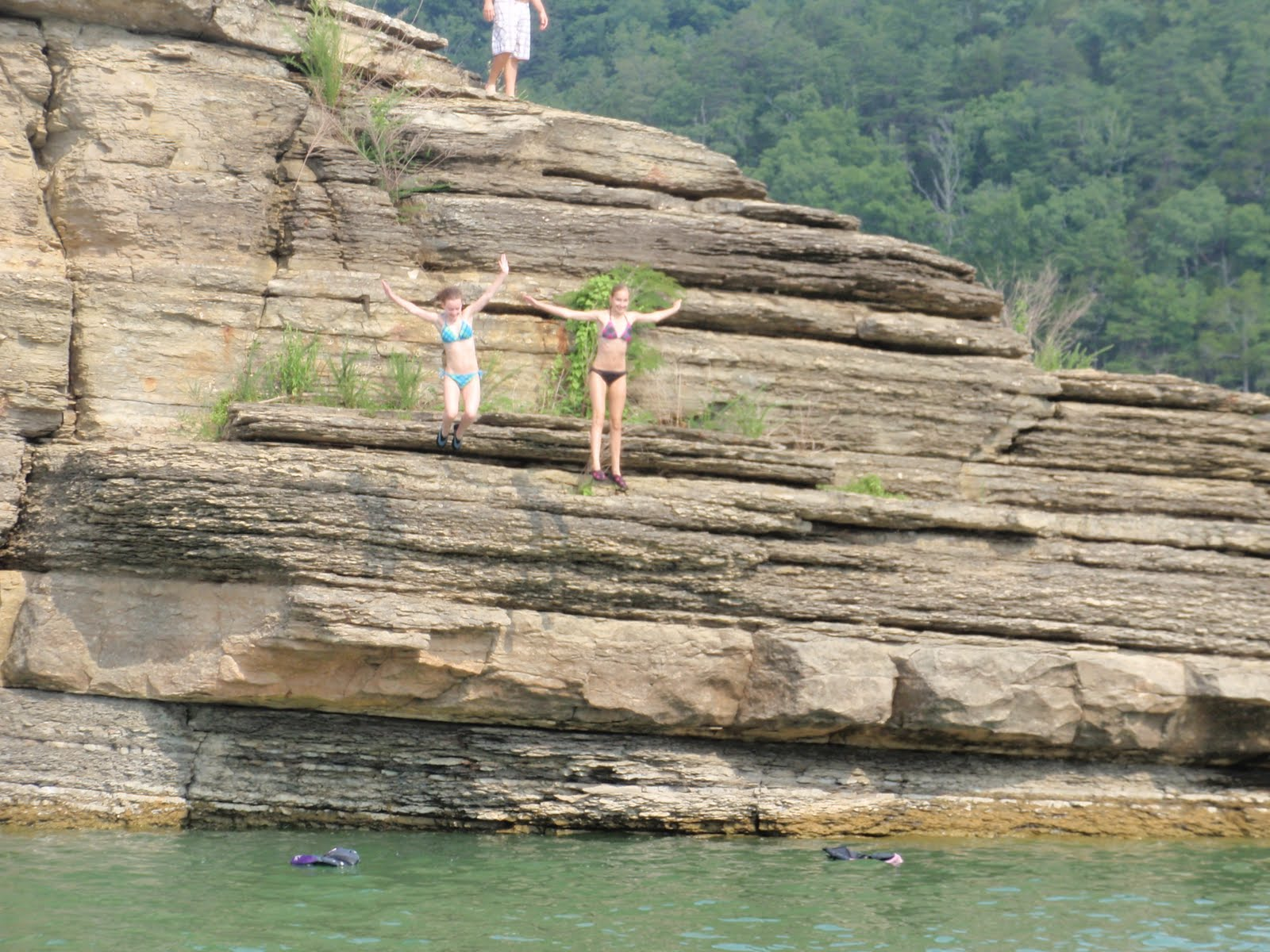 Weekend At Lake Cumberland Cliff Jumping