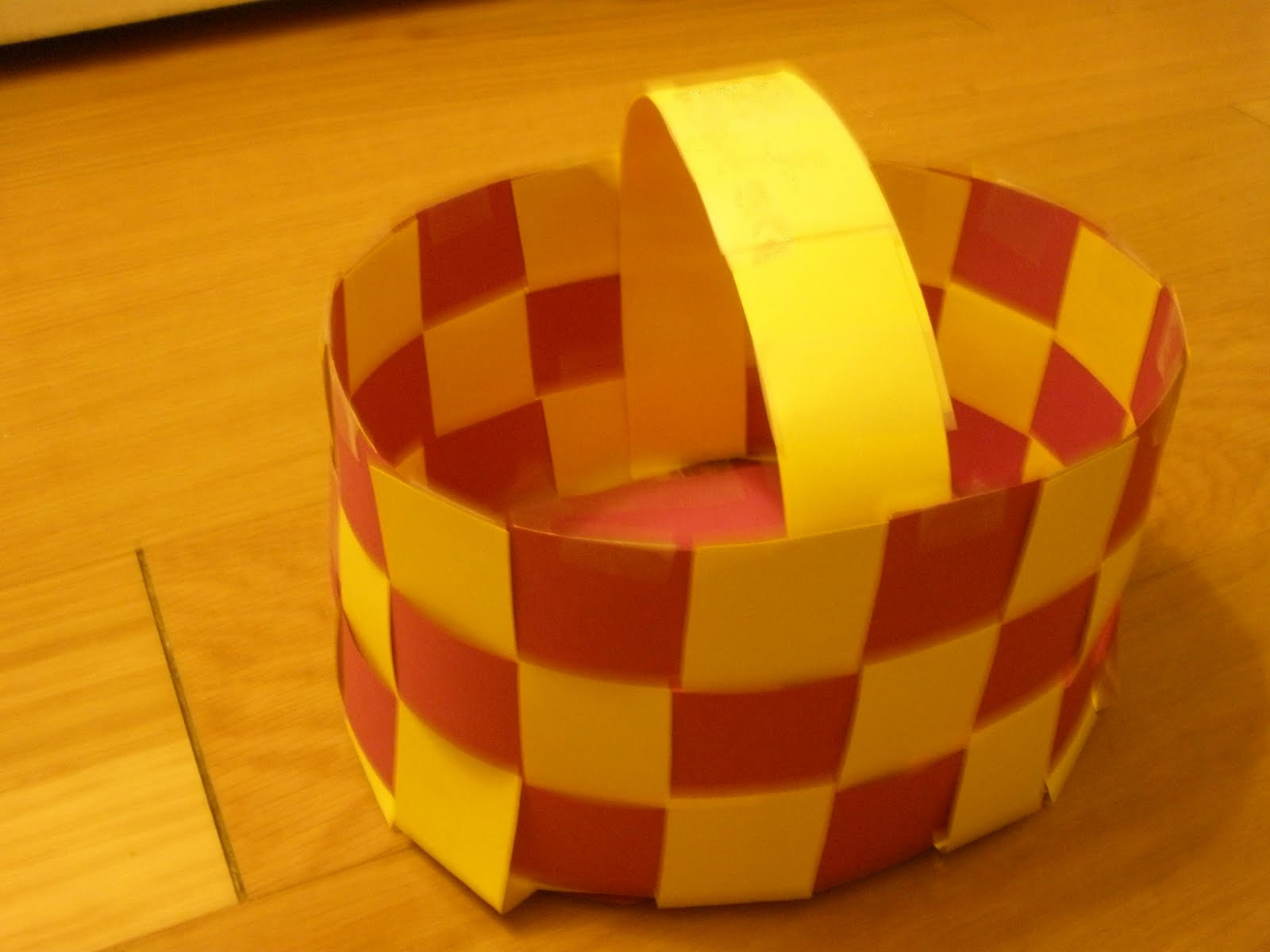 Basket Weaving Using Construction Paper : Paper basket weaving crafts