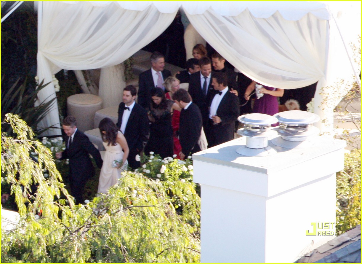 http://3.bp.blogspot.com/_fp4HAG2bX6k/TF7BNK1CIpI/AAAAAAAAE8Y/ywzr05E8oXI/s1600/robbie-williams-wedding-photos-03.jpg