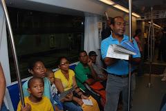 Pueblo disfruta del Festival de Poesía en el Metro