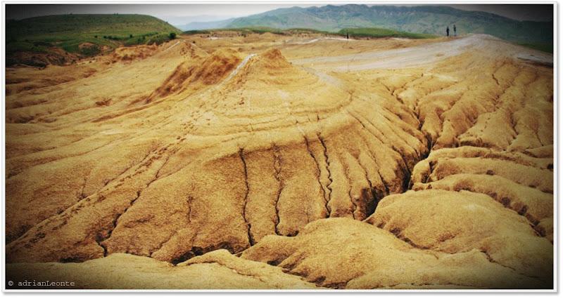cele mari. paclele mari. vulcanii noroiosi Berca.