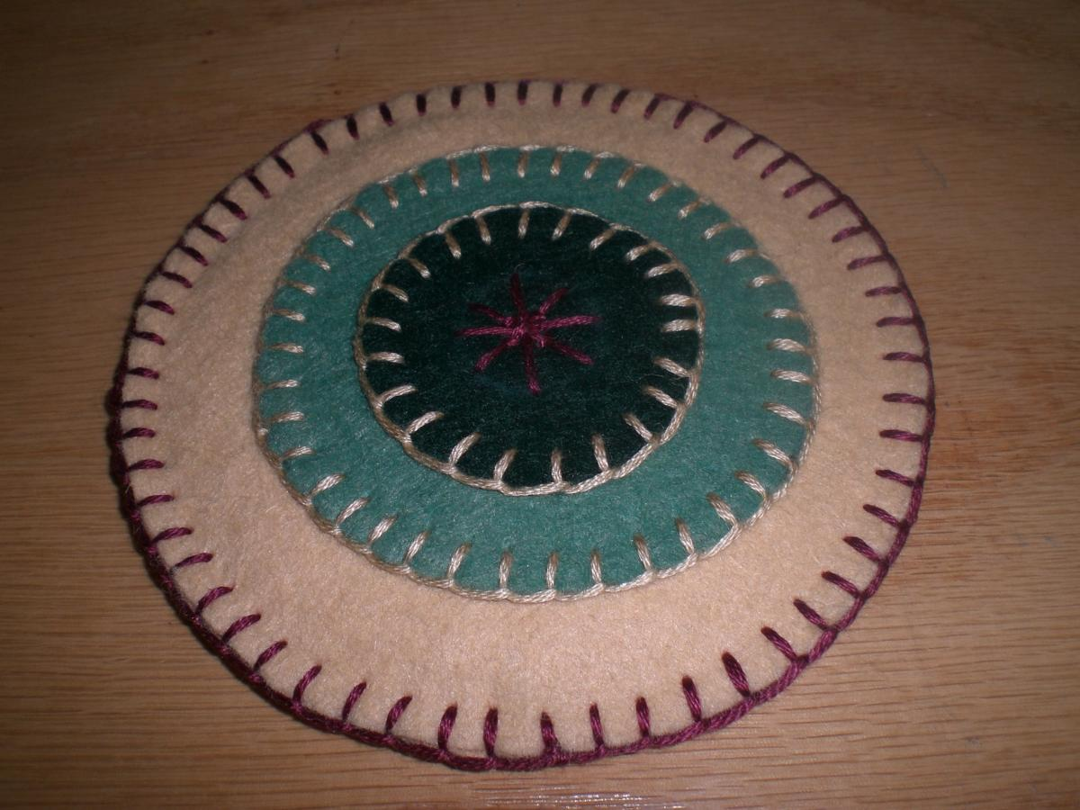 By your hands tuesday tutorial penny rugs and the for Penny coasters