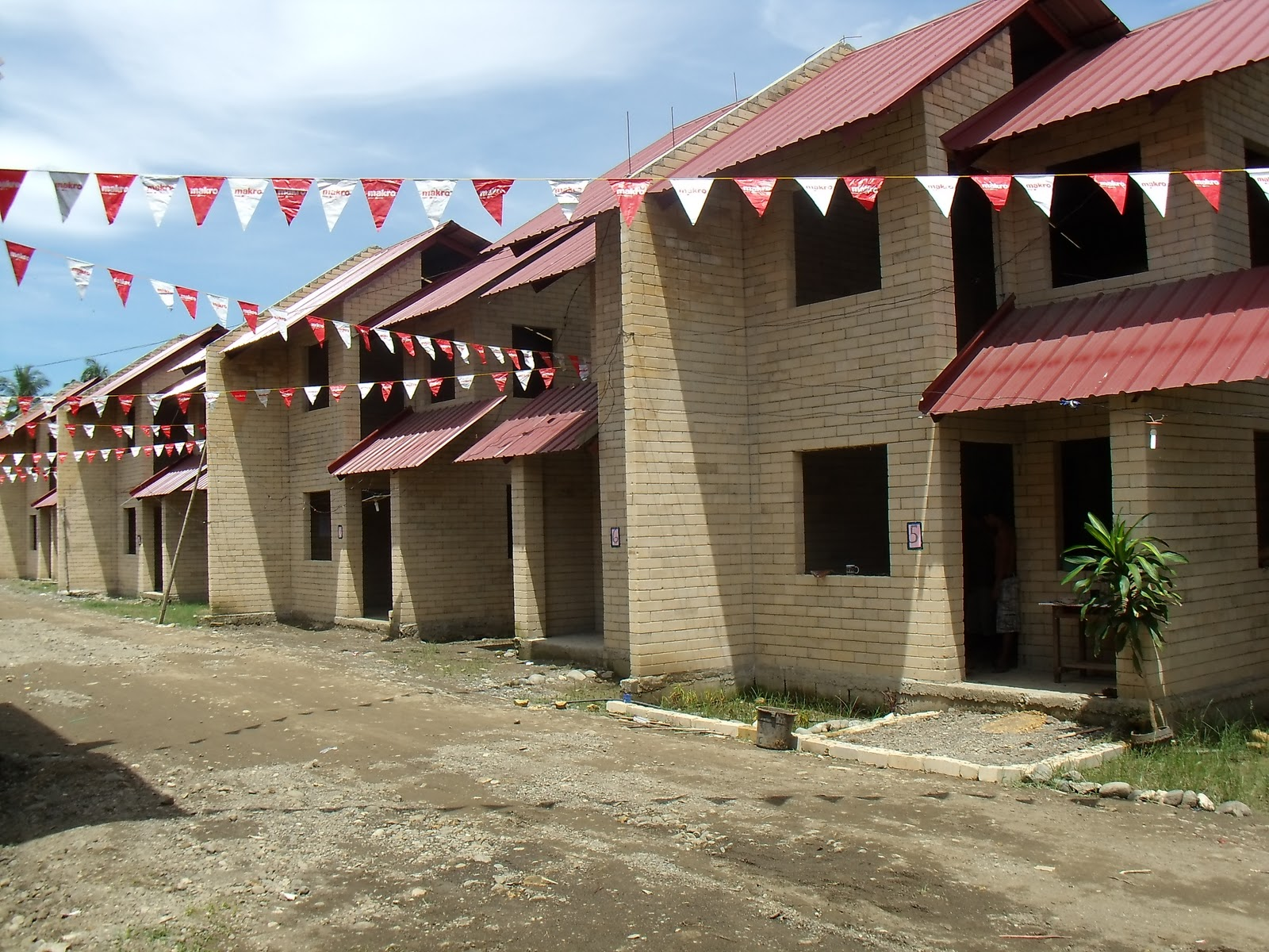 HomelessIloilo: 43 IFCP-Affected Families Finally Own CLIFF Houses