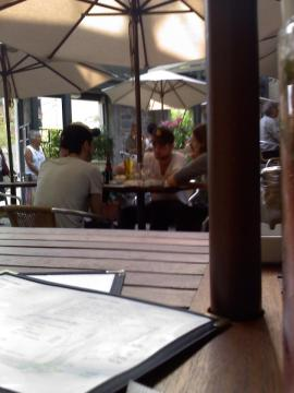 Robert Pattinson Wife on Robert Pattinson Life  Rob  Tom And Sam Riley S Wife At Boris Bistro
