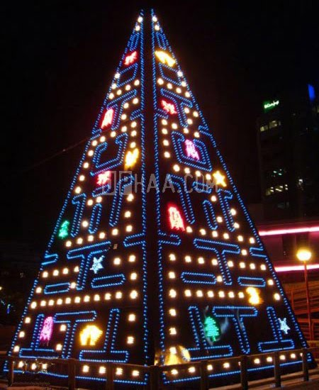 Unusual Christmas Trees 10 Pics Curious Funny Photos