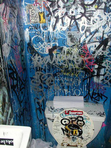 Toilet Graffiti Likepage