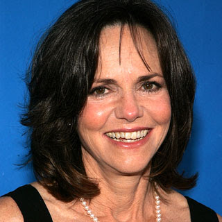 sally field - Quien será la tía May en el reboot de Spiderman???