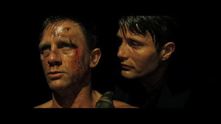bond torture05 - James Bond sigue con vida!