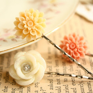 Lucite flower bobby puns from Jewel Me Pretty via Lovely Clusters
