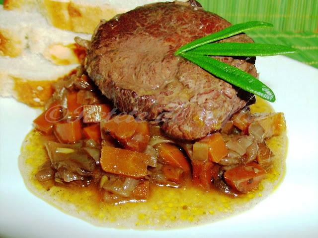 Articole culinare : Pulpa de vita brezata in vin rosu cu coaja de portocala si rozmarin