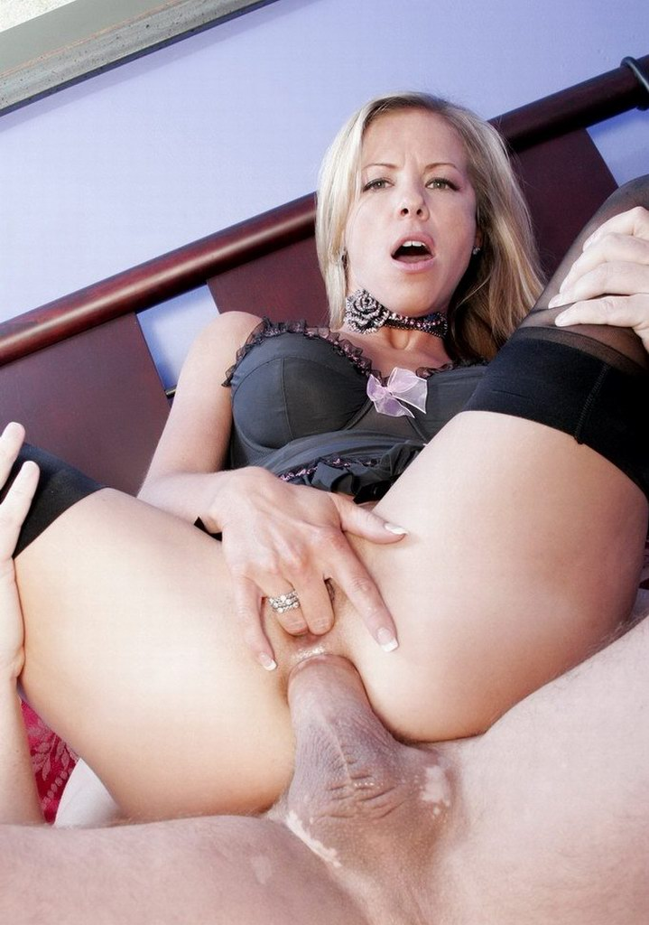 Kayla Synz MILF loves anal sex
