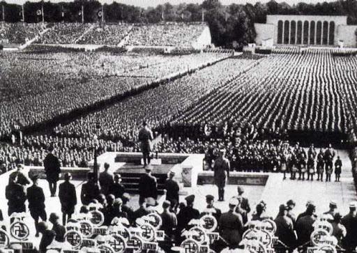Ascensão de Hitler e os regimes totalitários