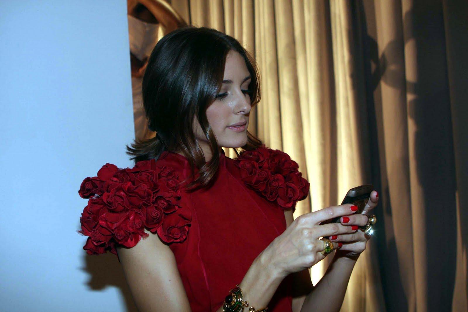 http://3.bp.blogspot.com/_g4TDsRaRR4E/TPegMI-19LI/AAAAAAAABko/DSGOP1Rr3ec/s1600/Olivia+Palermo+Blackberry.jpg