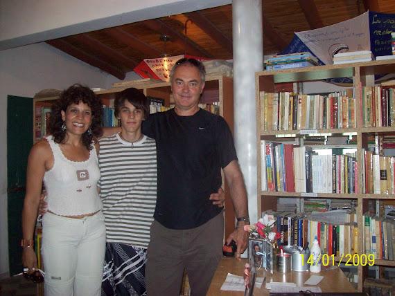 Visitantes de Sta Fe visitò la Biblo (Sr Omar Z. y Sra Alejandra N.)